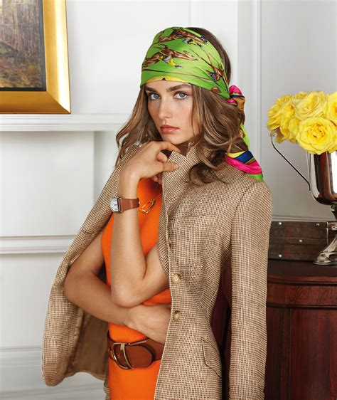 how to wear and style the scarf as a simple headband