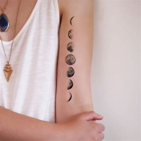 small moon tattoo 25 best ideas about small moon tattoos on
