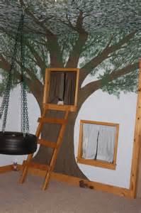 tree house bedroom for the kids love themed rooms pinterest papiers peints color lit cabane bois massif pouf design