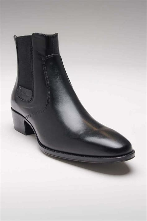 elizabeth shoe hair style in hollow man john lennon fab black i weirdly own a pair almost exactly