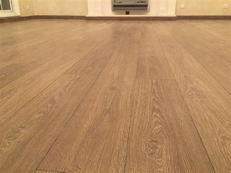 advantages and disadvantages of using hardwood and laminate flooring