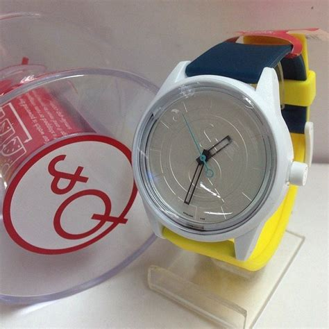 jam tangan qnq smilesolar series