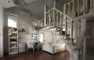 Superbe Amenager Une Chambre D Ado #8: id%C3%A9e-d%C3%A9co-chambre-ado-fille-original-escaliers.jpg