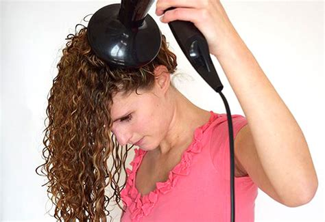 pixie curly hair drying method the no frizz pixie curl method naturallycurly com
