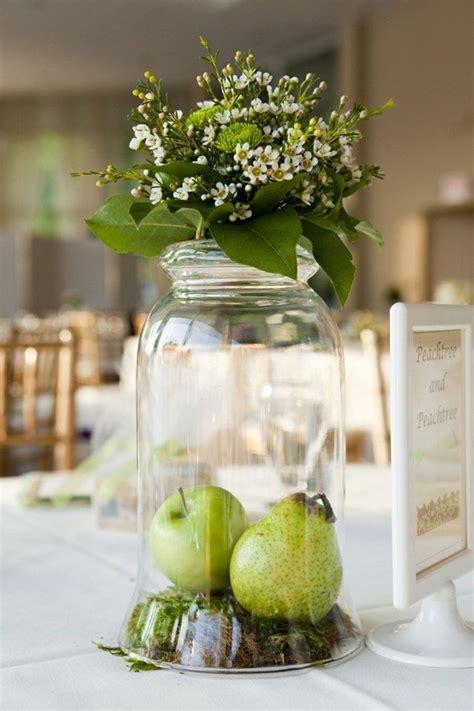 Schlichte Tischdeko Hochzeit by Eine Schlichte Tischdeko Mit 196 Pfeln Hochz Blumenschmuck