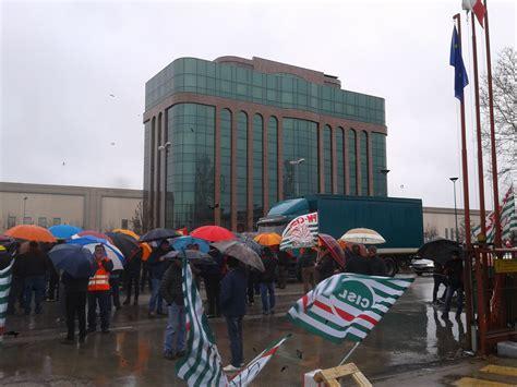 ufficio postale san bonifacio i lavoratori della ferroli in presidio davanti alla sede