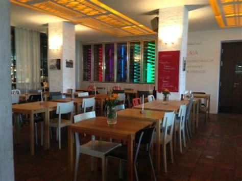 a casa di ristorante interno ristorante foto di a casa di tomilaia