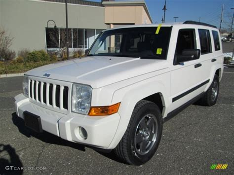2006 Jeep Commander White White 2006 Jeep Commander 4x4 Exterior Photo