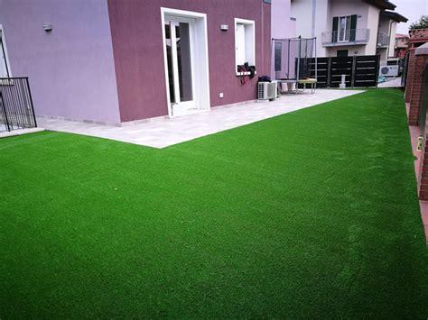 prezzi erba sintetica per giardino il prato sintetico per giardino soluzione pratica ed