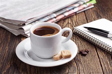 kegiatan asik  dilakukan sambil ngopi majalah otten coffee
