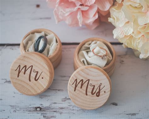 Kotak Cincin Kayu Alas 18 tempat cincin pernikahan yang unik anti mainstream