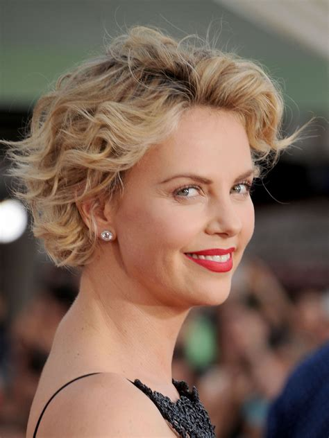 hair styles while growing into a bob how to grow out your hair celebs growing out short hair