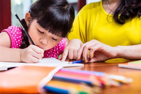 Kaos Kaki Anak Perlengkapan Sekolah persiapkan kebutuhan peralatan sekolah berikut untuk sang