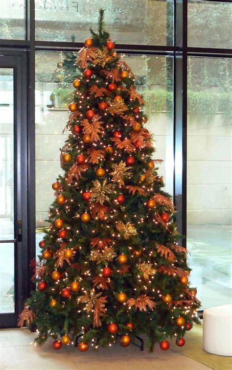 arbol d enavidad con colores naranjas imagenes de arboles decorados para navidad