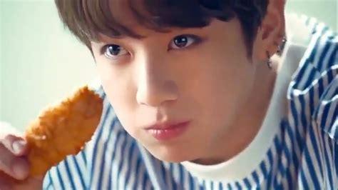 kim taehyung eating korean asmr crispy fried chicken eating 치킨이팅리얼사운드 bts