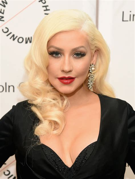 christina aguilera retro hairstyle lookbook stylebistro