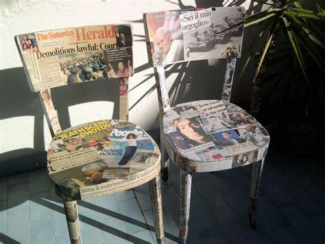 decoupage su sedie di legno sedie rivestite di giornali cose di casa