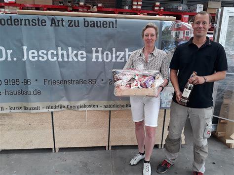 Dr Jeschke Holzbau dr jeschke holzbau spendierte neue ersatzb 228 nke sv