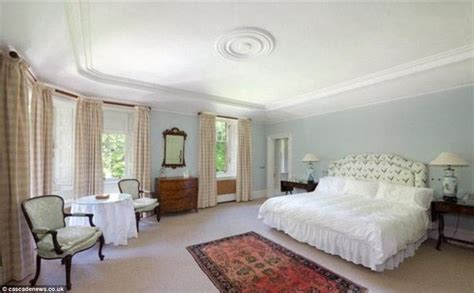 taylor swifts bedroom taylor swift s bedroom taylor swift is looking to buy