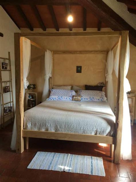 letti baldacchino legno letto matrimoniale baldacchino in legno di castagno made