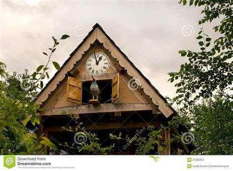 horloge de jardin horloge de coucou de jardin photographie stock libre de droits image 37360557