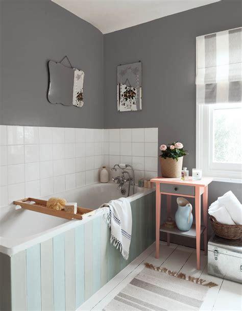 agréable Papier Peint Salle De Bain Castorama #5: Une-salle-de-bains-grise-et-blanche-contemporaine.jpg