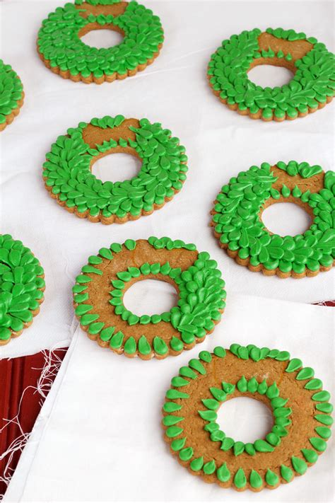 pictures of decorated christmas cookies using royal icing wreath cookies the bearfoot baker