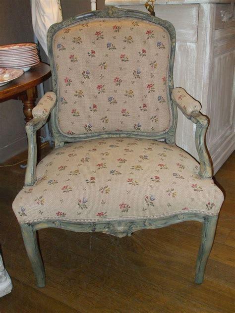 tissus fauteuils anciens fauteuil ancien patine gris vendu photo de les meubles la mandragore et le pass 233 revisit 233