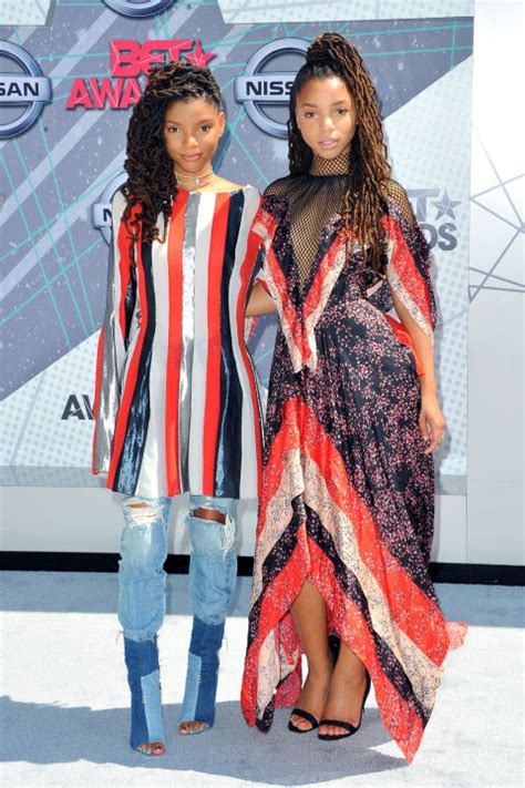 chloe and halle bailey feet best looks from the 2016 bet awards beauty geek