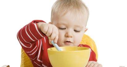 alimentazione bambino da 0 a 3 anni e ora della pappa relazione bambino cibo nella fascia d