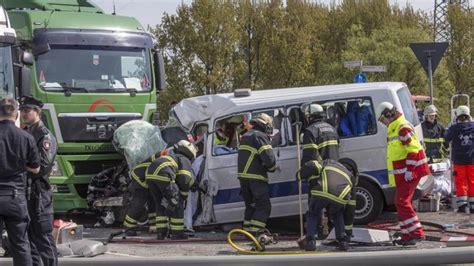 Motorradunfall Norderstedt by Ein Toter Und Ein Schwerverletzter Nach Unfall Im Hafen