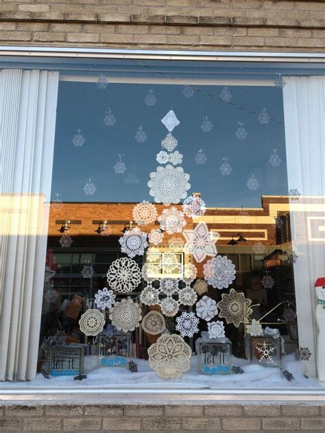 window spraysnowglo christmas windowdecoration window decoration ideas the xerxes
