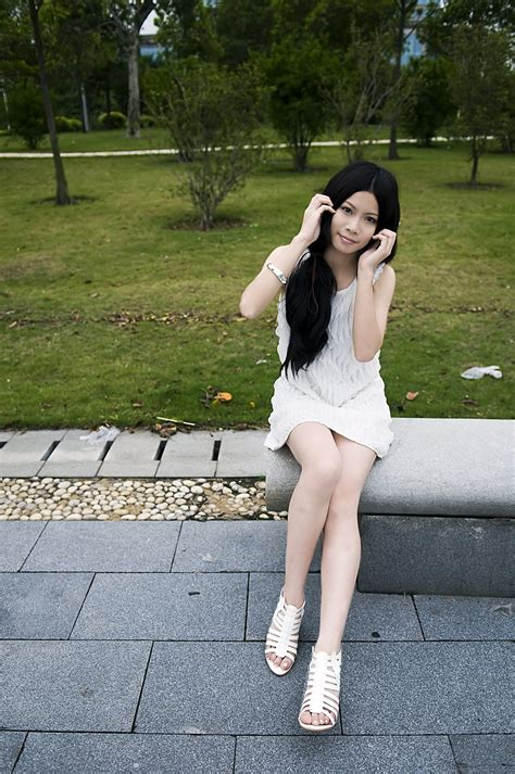 girls bench girl pretty free stock photo a beautiful chinese girl