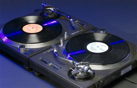 panasonic is reviving technics legendary dj turntables