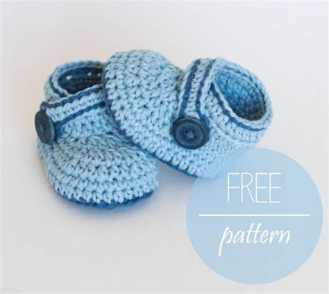 Get pattern gt blue whale baby booties free crochet pattern