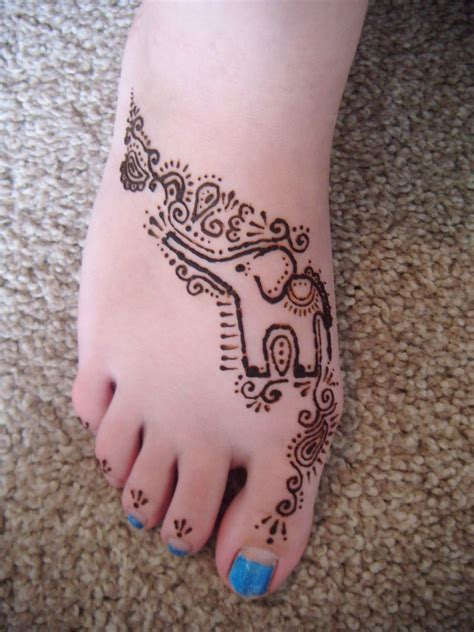 henna tattoo girl henna elephant on right foot