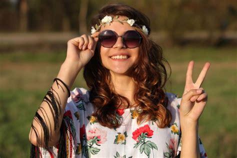 1960s hippie fashion lovetoknow 1960s hippie fashion lovetoknow
