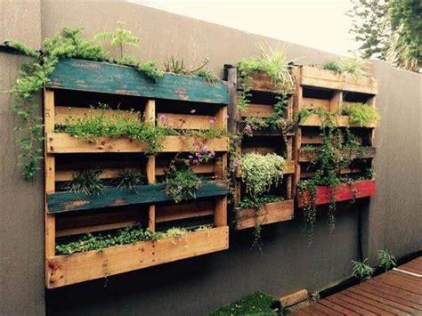 Top 15 Diy Pallet Furniture Ideas 99 Pallets Pallet Garden Wall