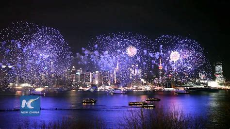 new york fireworks new years new year fireworks show in new york city 纽约举行盛大焰火表演庆祝中国农历猴年新年