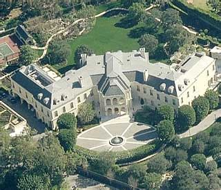 the biggest dog house in the world biggest celebrity house in the world