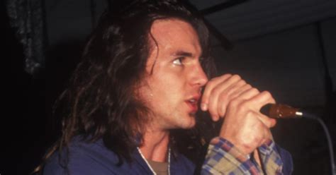 better pearl jam eddie vedder pearl jam lead singer better in 1989