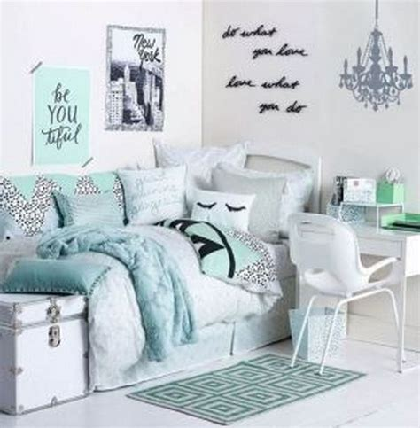 cute room themes 25 best ideas about dorm rooms decorating on pinterest
