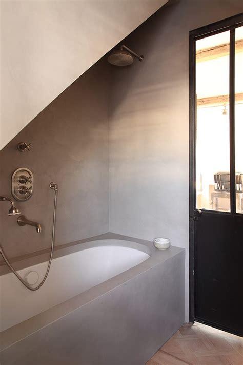Badkamer Maken Op Houten Vloer by Klassieke Landelijk Badkamer Met Betonstuc En Houten Vloer