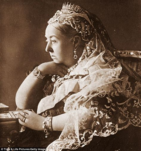film of queen victoria s diamond jubilee a glorious global jubilee as our queen marks her diamond