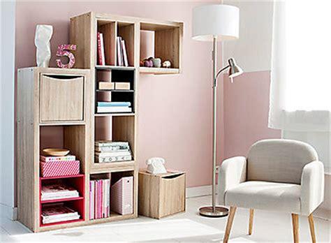 Bureau, rangement, chaise et fauteuil de bureau pour créer