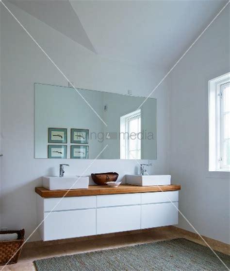 waschtisch mit schubladen designer waschtisch zwei aufbaubecken und holzplatte auf