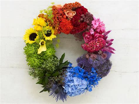 floral arranging hgtv experts show how color theory can be used in floral