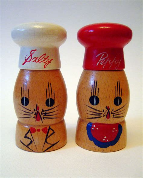 novelty salt and pepper shakers vintage 1950s kitsch wooden salty peppy chef cats novelty
