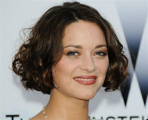 actress with short curly red hair marion cotillard s curly bob curly bob haircuts zimbio