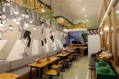 mural hitam putih  cafe  resto membuat tampilan